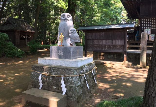 フクロウ親子の像